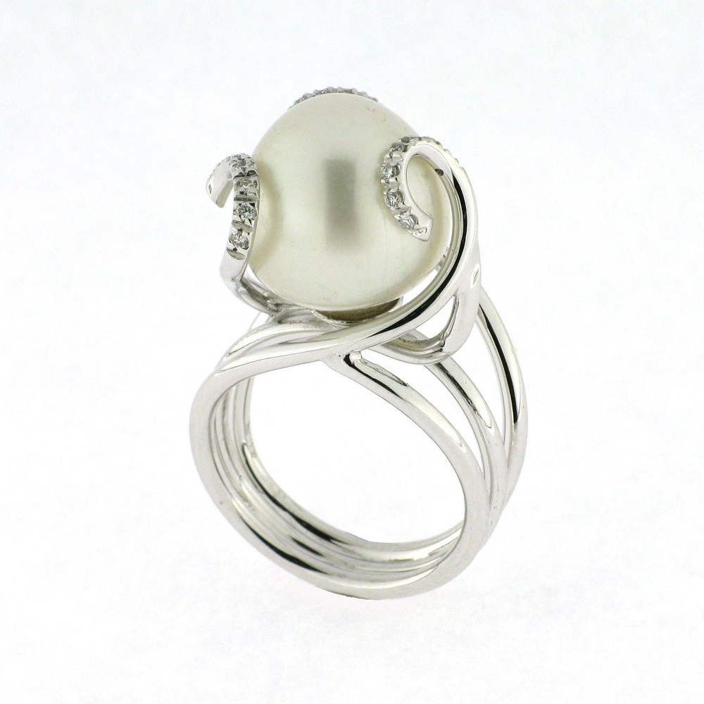 Ring with diamonds and pearl